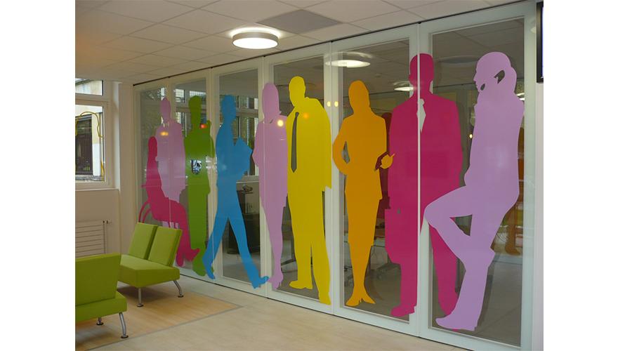 Décoration adhésive silhouettes personnages bureaux salle réunion